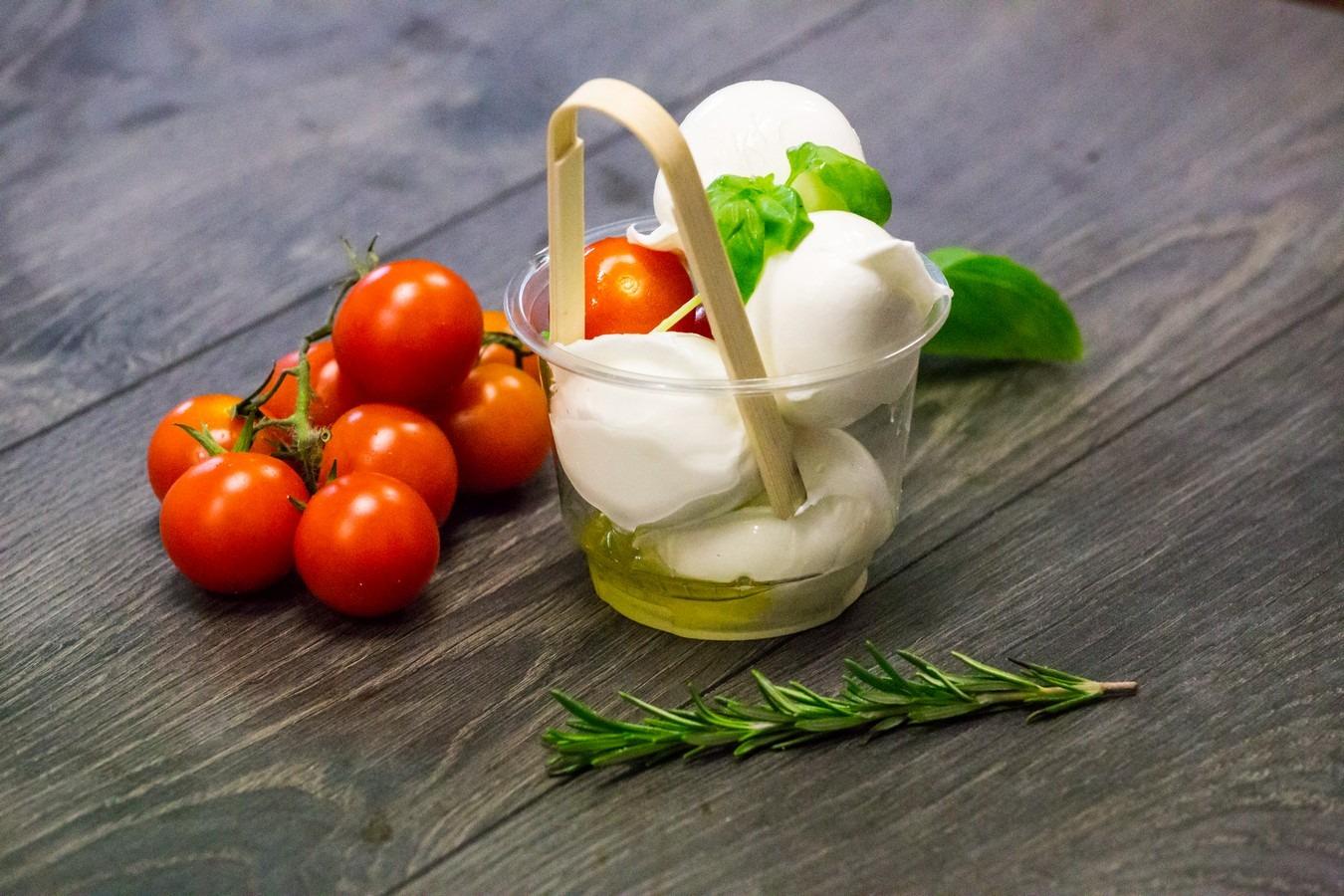 Coppetta Pinsarella: Mozzarelline di bufala Pomodorini olio evo