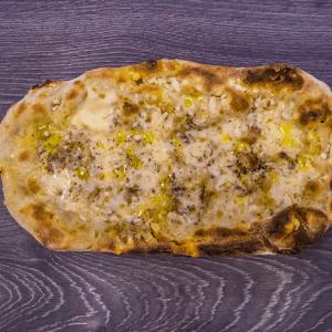 pinsa mozzarella pepe pecorino parmiggiano pepe