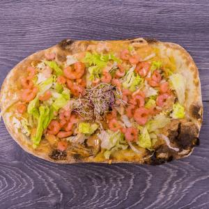 pinsa gameretti pesto salsa rosa insalata rucola