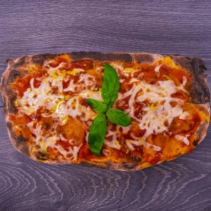 pinsa pomodoro basilico mozzarella margherita