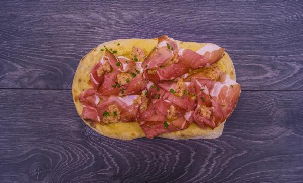 pinsa speck salsa rafano